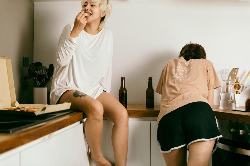 College Roommates: 5 Signs That You Need a New Roommate